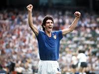 Paolo Rossi esulta alla vittoria del mondiale 1982