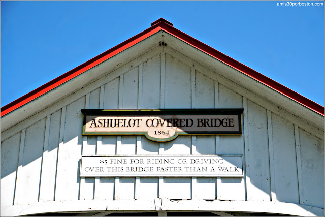 Letrero con el Aviso de Multa de $5 del Ashuelot Covered Bridge en New Hampshire