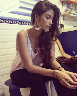 Samara+Tijori+Stunning+new+bollywood+actress+of+movie+Bhoot+%7E+bollycelebs.in+Exclusive+Pics+05.jpg