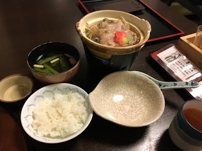 貝掛温泉の夕食 もち豚の味噌鍋、南魚沼産コシヒカリ