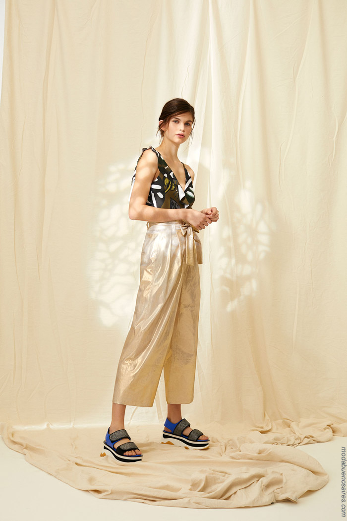 Pantalones capris metalizados primavera verano 2020 mujer.