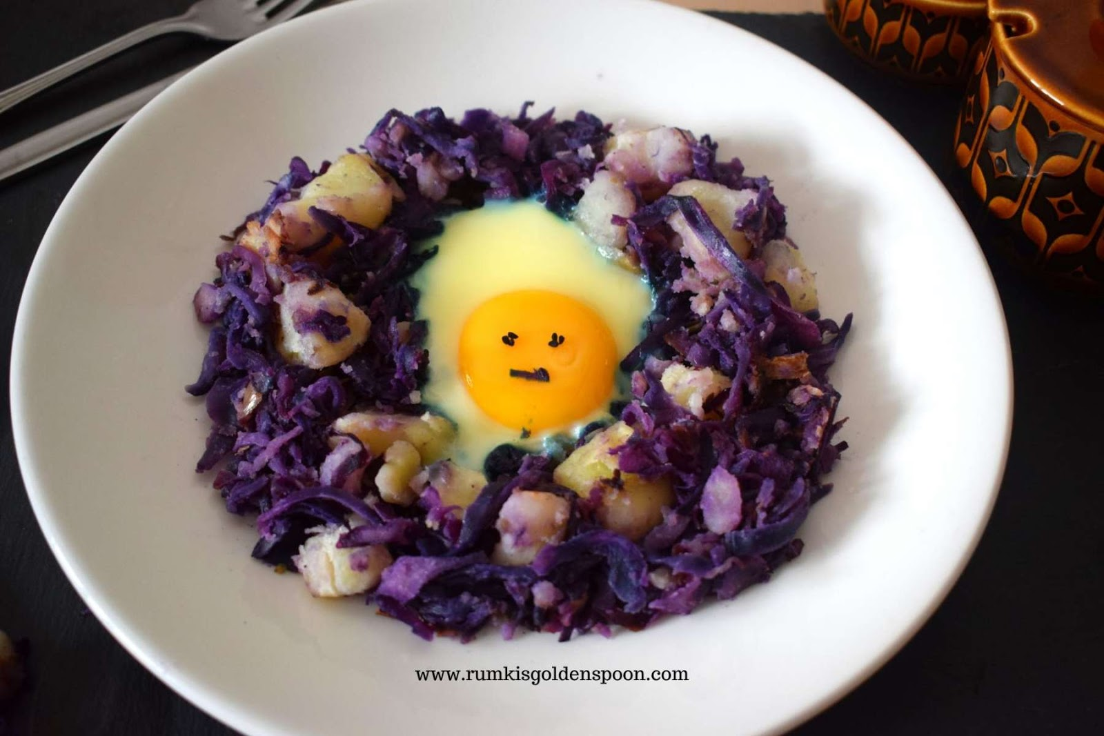 Braised Red Cabbage And Potato With Egg Fries Rumki S Golden Spoon