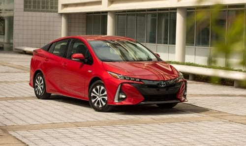 Toyota seeks slow transition to electric cars