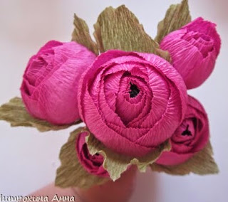 http://www.guiademanualidades.com/un-dulce-ramo-de-flores-de-papel-31635.htm