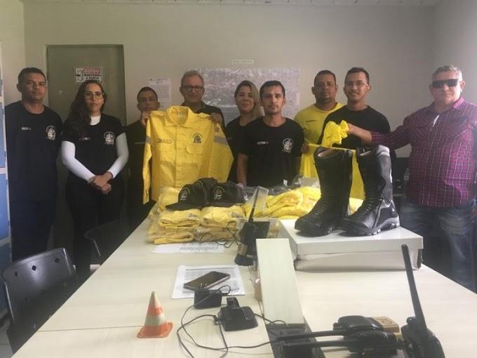 CAXIAS - Secretaria de Transportes entrega novo fardamento à Agentes de Trânsito
