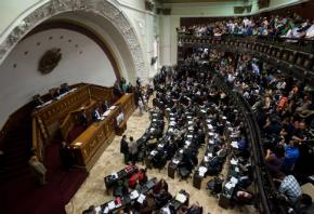 Parlamento da Venezuela dá 1º sinal verde para anistiar políticos