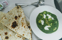 Serving palak paneer with tandoori naan for palak paneer recipe