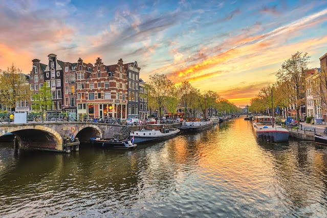 أمستردام على حافة الانهيار..ما هي خطط انقاذها؟