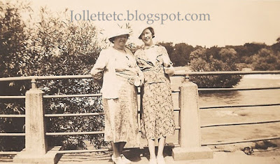 Mary Theresa Sheehan Walsh and Kat Walsh Barany 1936 Washington DC https://jollettetc.blogspot.com