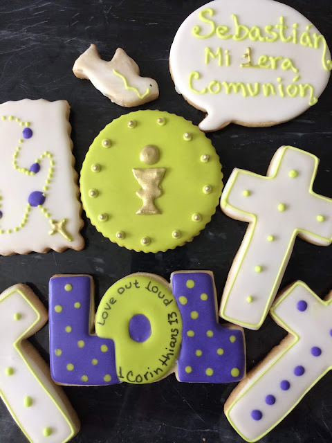rosary cookies, First communion cookies @www.thecookiecouture.com
