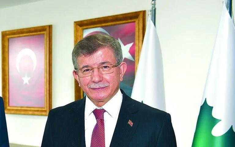 Νταβούτογλου: Ο Ερντογάν απομακρύνει την Τουρκία από την Ευρώπη