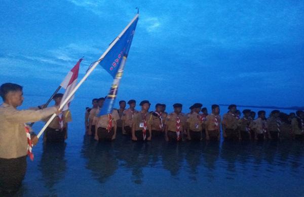 Peringatan Hari Dharma Samudera, Lanal Bangka Belitung Lantik Pramuka Saka Bahari Kwartir Ranting SMK Negeri 1 Tukak Sadai