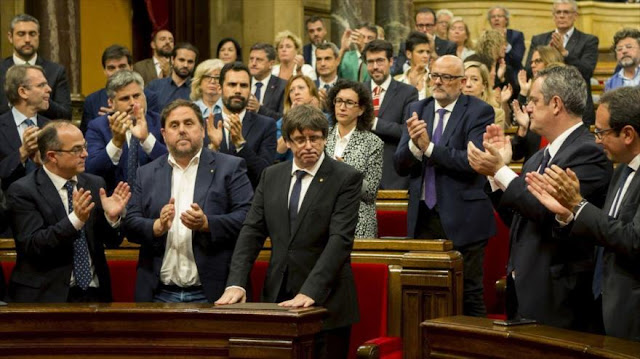 """Parlamento catalán se reunirá el jueves ante """"agresiones"""" de Rajoy"""