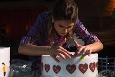 Beca cuida do bolo (Crédito: Victor Silva /SBT)