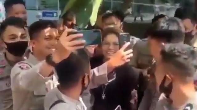 Nikita Mirzani Diancam Digeruduk Massa, Polisi Patroli di Rumahnya
