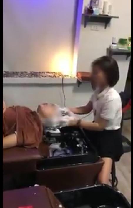 Thanh niên đi hớt tóc gội đầu massage mặt và cái kết :))