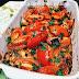 Pollo adobado al horno con tomates y hierbas frescas