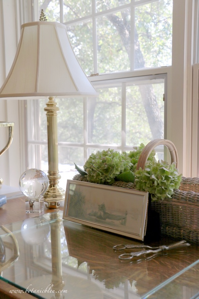 Summer fades into fall with ideas for capturing lingering memories of summer in home office decor