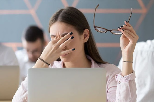 Cara Menjaga Kesehatan Mata dari Kelamaan Menatap Layar Laptop