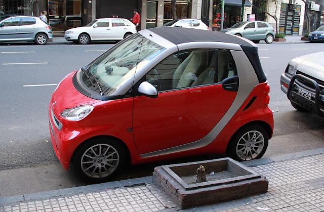Foto de un miniauto rojo