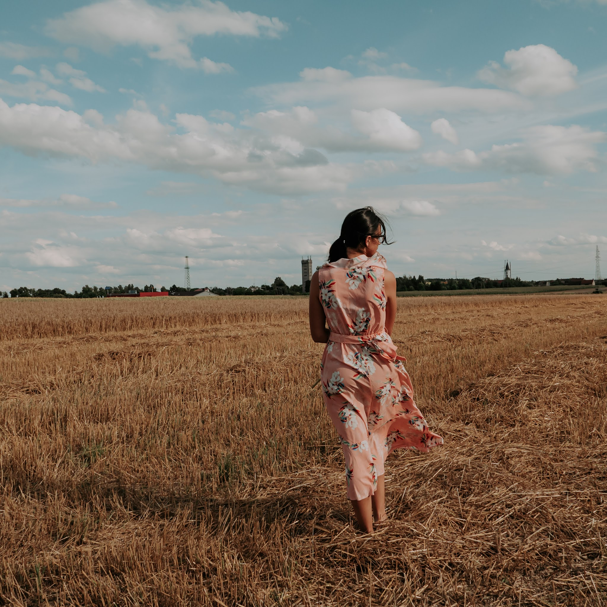 Sesja zdjęciowa na polu