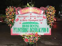 https://www.tokobungasby.com/2021/06/karangan-bunga-papan-happy-wedding.html