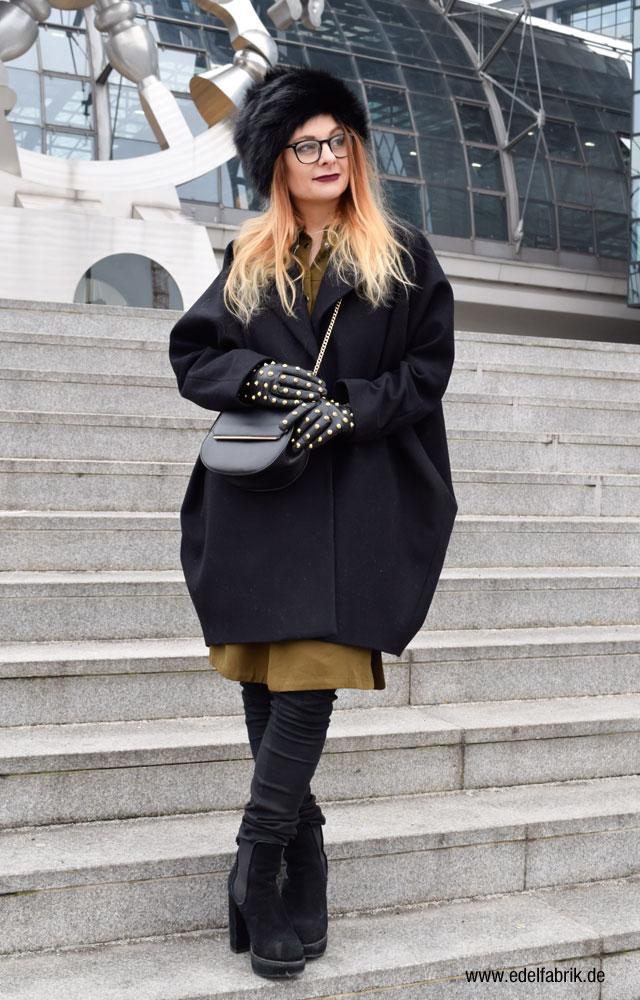 Mantel Maison Margiela, Lederhandschuhe mit Nieten, Minibag C&A
