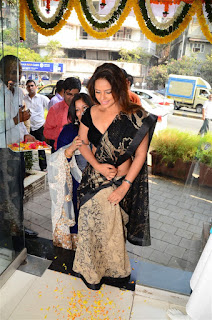 Neetu Chandra in Black Saree at Designer Sandhya Singh Store Launch Mumbai (21).jpg