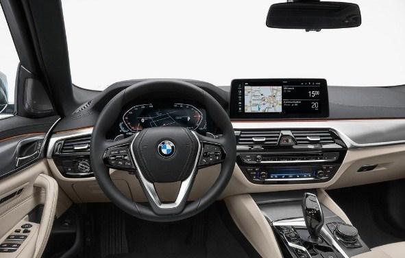 bmw-5-series-touring-interior-2020