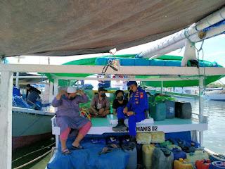 Awasi Prokes, Satpolair Polres Pelabuhan Makassar berikan Imbauan pada Masyarakat Pulau