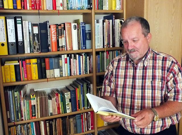 Koch Lothar Bendel mit Kochbuch