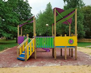 parque-infantil-inclusivo-para-ninos-con-movilidad-reducida-y-silla-de-ruedas
