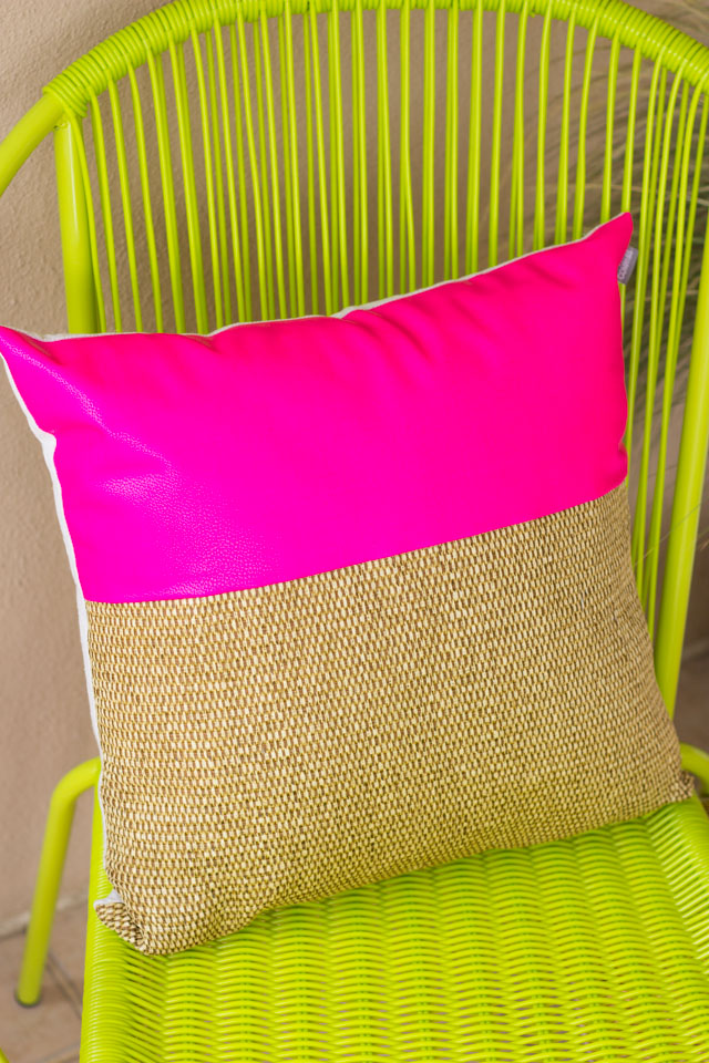 How gorgeous is this pillow that combines hot pink with a natural woven look?