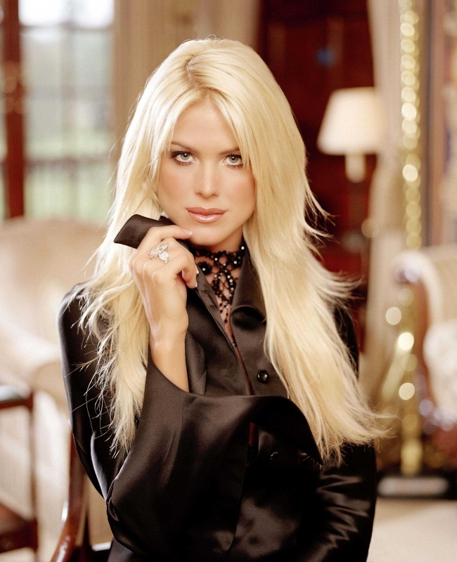 Celebrity Online Today: Victoria Silvstedt Is More Seductive