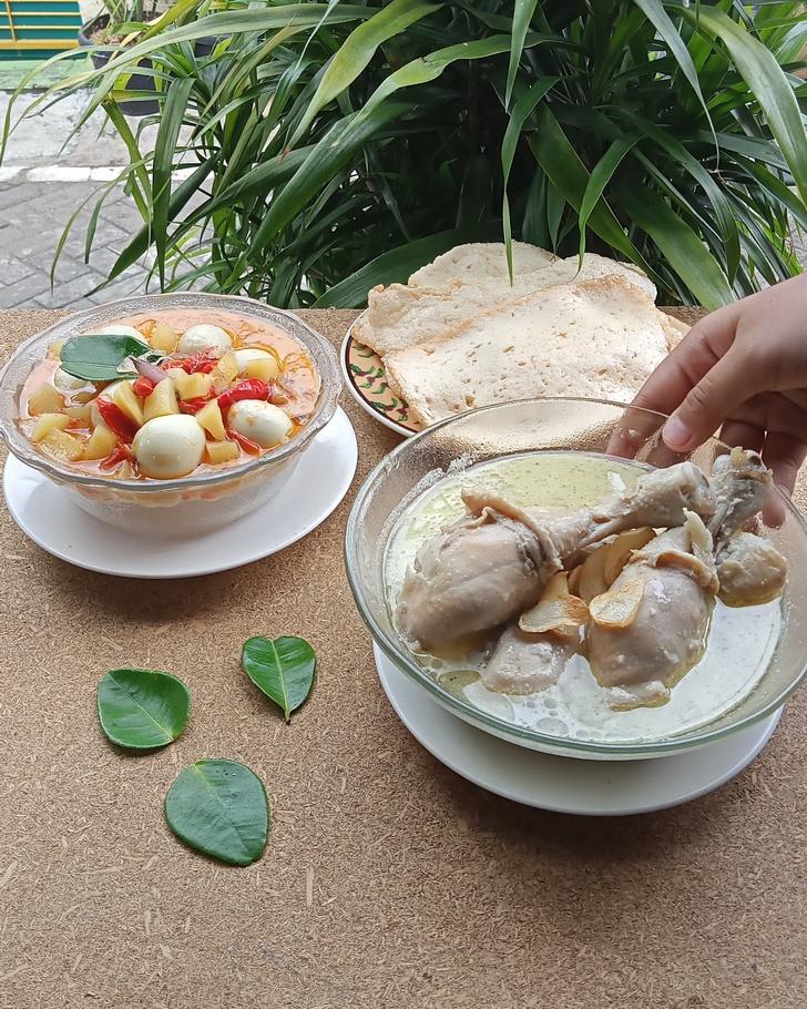 Menu Catering Harian Opor Ayam Sambal Goreng Kentang Telur Puyuh