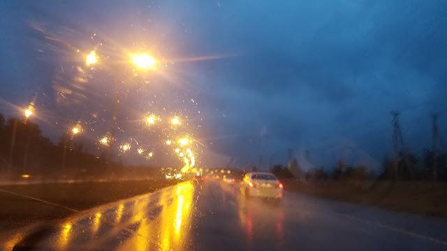 пока ехали назад в город, шёл дождь...