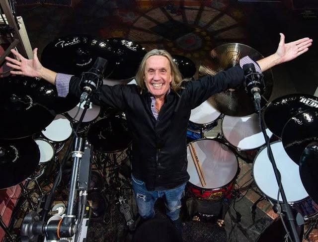"""Baterista do Iron Maiden revela: """"Dei meu coração a Deus e pedi por Jesus em minha vida"""""""