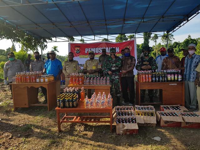 TNI - Polri Musnahkan 1.034 Botol Miras di Distrik Bonggo