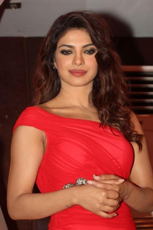 Priyanka chopra looks hot in red at babli badmaash song launch