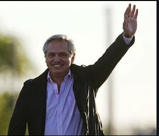 ألبرتو فرنانديز يصبح الرئيس الجديد للأرجنتين