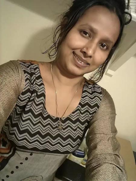 Desi Cute Bhabhi Selfie