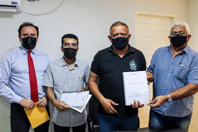 Câmara recebe da Prefeitura de Caraúbas Plano Plurianual (PPA) para o período de 2022-2025