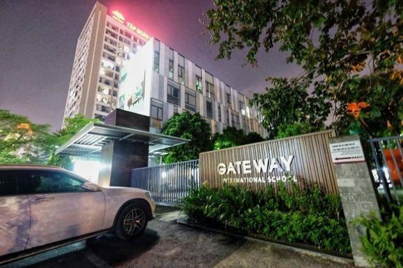 Nam sinh lớp 1 trường Gateway mất mạng vì bị bỏ quên trên ôtô?