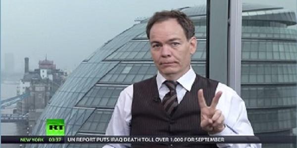 O Max Keiser κυριολεκτικά «ΞΕΣΚΙΖΕΙ» τον Mario Draghi...