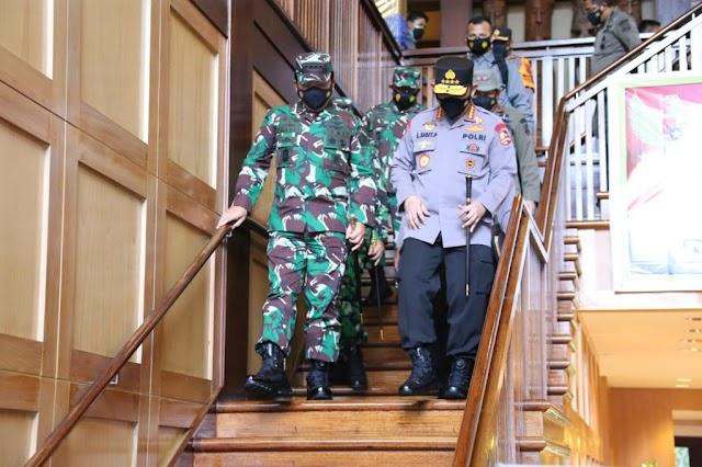 Panglima TNI Dan Kapolri Bakar Semangat Satgas Nemangkawi