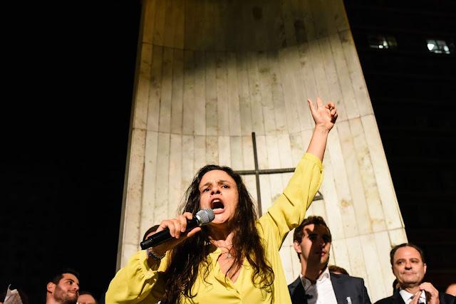 Janaina Paschoal comenta vídeo viral com dublagem do Iron Maiden