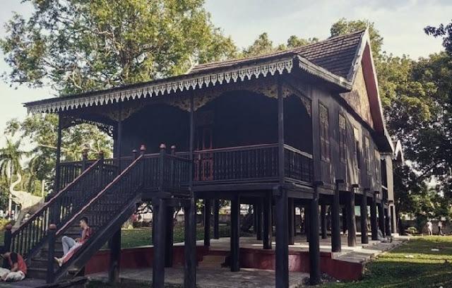 Contoh gambar rumah adat jambi