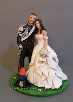 top cake tops matrimonio divise e uniformi cake topper sposi abbracciati sciabola e lucerna orme magiche