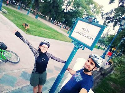 Selfie na Plaza Independencia, em Mendoza.