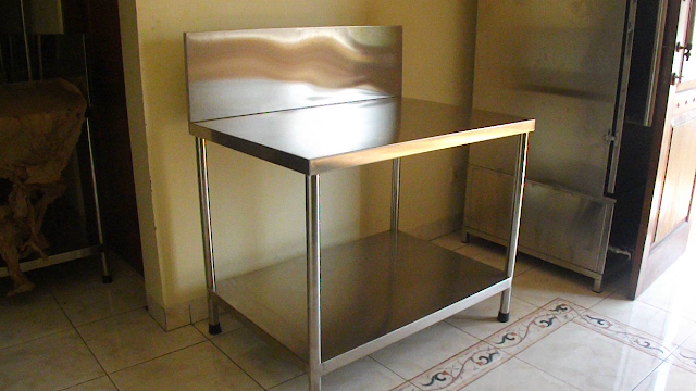 meja stainless steel dengan backsplash by reymetal.com